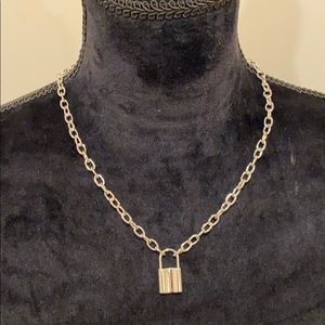 Super in lock necklace